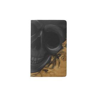Cuaderno De Bolsillo Moleskine Cráneo sonriente negro rodeado por los palos y el