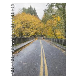 Cuaderno de Hwy 30 de la garganta del río Columbia