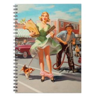 Cuaderno De la sacudida chica modelo retro divertido abajo