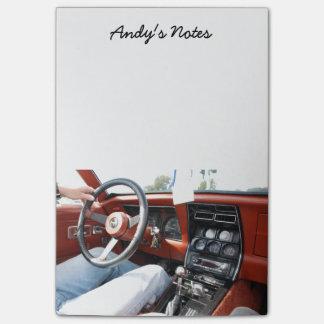 Cuaderno de notas con el interior 1981 del coche