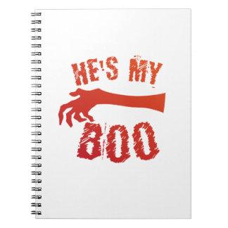Cuaderno Él es mi par del amor de Halloween del abucheo