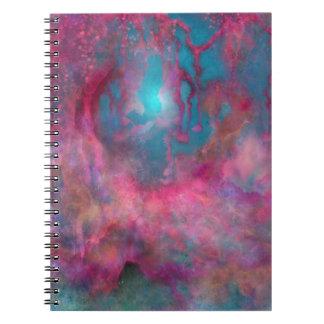 Cuaderno espiral del mundo de fantasía del patio