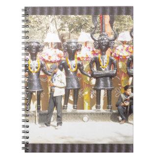 Cuaderno Estatua cultural de la demostración de la India de