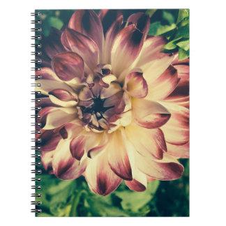 Cuaderno hermoso de la flor del vintage del primer