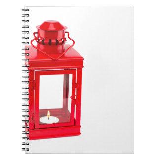 Cuaderno Linterna roja con el tealight ardiente en blanco