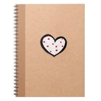 Cuaderno manchado de Kraft del corazón