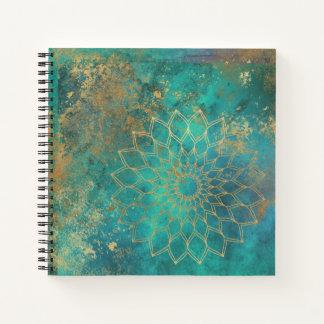 Cuaderno Mandala verde azulada apenada del Grunge del oro