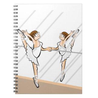 Cuaderno Niña Bailarina de Ballet frente al espejo