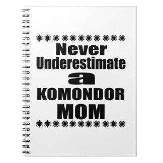 Cuaderno Nunca subestime a la mamá de KOMONDOR