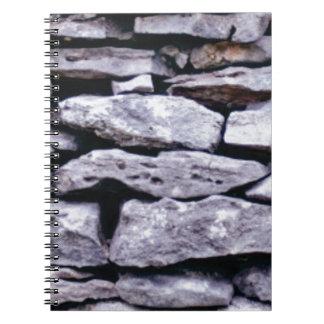 Cuaderno pared apilada de la roca