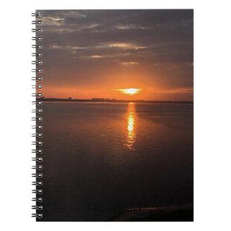 Cuaderno Puesta del sol en un día de verano largo