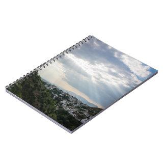 Cuaderno Rayos de la luz del sol filtrados a través de las