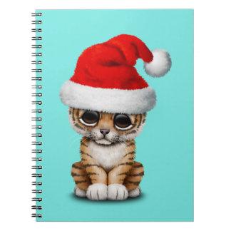 Cuaderno Tigre Cub lindo que lleva un gorra de Santa