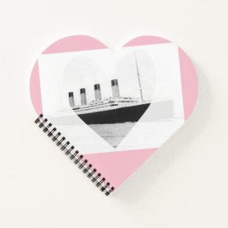 Cuaderno titánico del rosa del corazón del amor