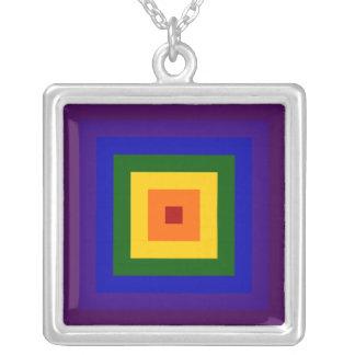 Cuadrado del arco iris collar plateado