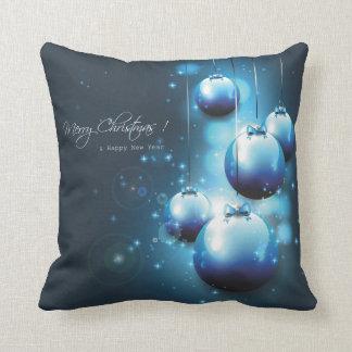Cuadrado hermoso de las bolas del navidad azul y cojín decorativo