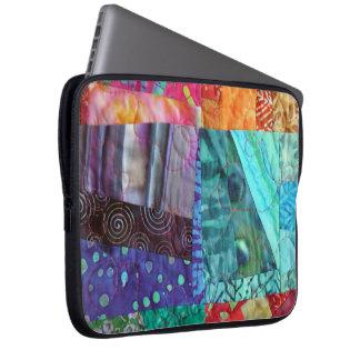 Cuadrados coloridos acolchados del batik funda para ordenador
