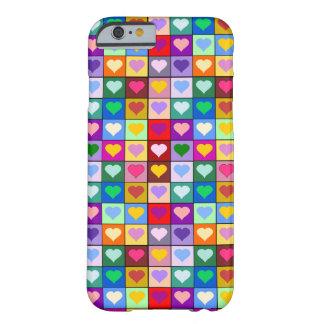 Cuadrados coloridos del corazón funda de iPhone 6 barely there