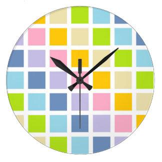 Cuadrados en colores pastel del arco iris reloj redondo grande