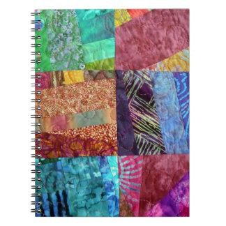 Cuadrados que acolchan del batik creativo libros de apuntes con espiral