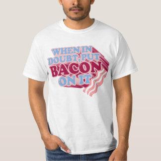 Cuando en duda, ponga el TOCINO en él camiseta