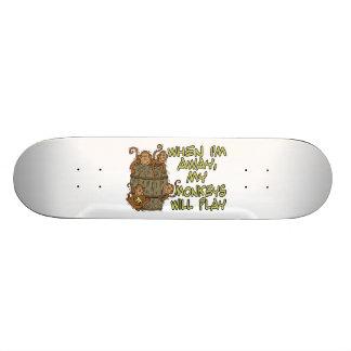 Cuando estoy ausente mis monos jugarán patines