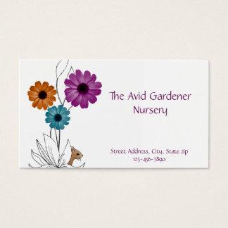 Cuarto de niños del jardín con las flores y el tarjeta de negocios