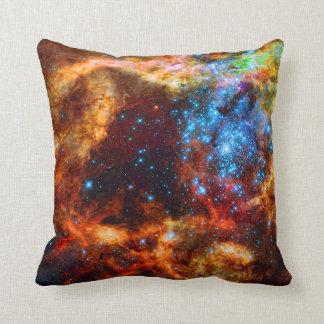 Cuarto de niños estelar R136 en la nebulosa del Cojín