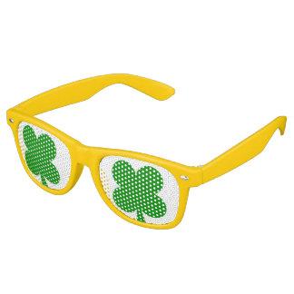 Cuatro gafas de sol del trébol de la hoja