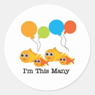 Cuatro pescados soy estos muchos etiquetas redondas