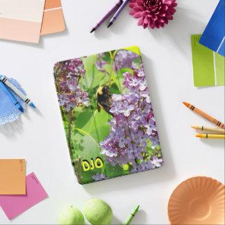 Cubierta De iPad Air Abejorro en cierre de la lila encima de sus
