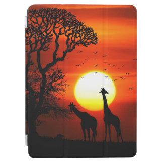 Cubierta De iPad Air Siluetas africanas de la jirafa de la puesta del