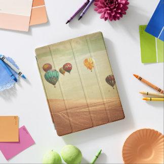 Cubierta De iPad Globos del aire caliente en el cielo