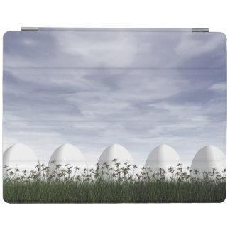 Cubierta De iPad Huevos de Pascua en naturaleza por día nublado -