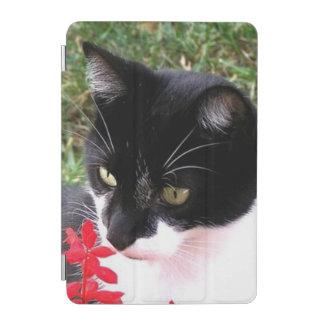 Cubierta De iPad Mini Gato impresionante del smoking en jardín