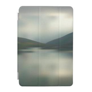 Cubierta De iPad Mini Lago en las montañas
