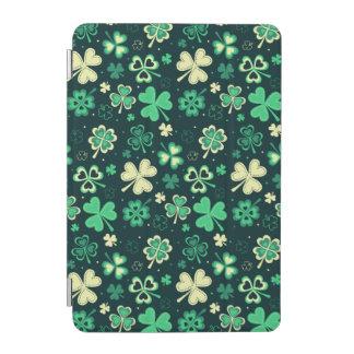 Cubierta De iPad Mini Modelo afortunado verde oscuro del trébol de St