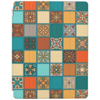 Cubierta De iPad Remiendo del vintage con los elementos florales de