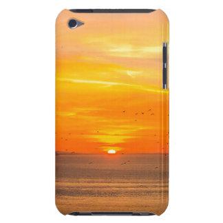 Cubierta Para iPod De Barely There Costa de la puesta del sol con Sun anaranjado y