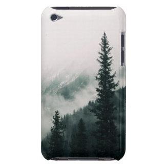 Cubierta Para iPod De Barely There Sobre las montañas y el canal las maderas