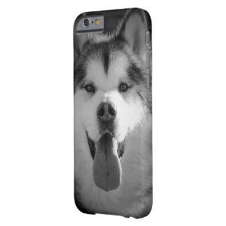 Cubierta sonriente del teléfono del malamute funda barely there iPhone 6