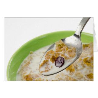 Cucharada de cereal con leche tarjeta