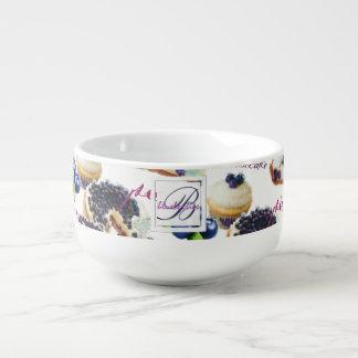 Cuenco De Sopa Monograma de los arándanos y de los dulces de la
