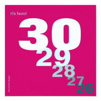 Cuenta descendiente divertida del cumpleaños para invitación 13,3 cm x 13,3cm