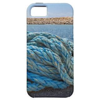 Cuerda azul en espiral del amarre en el agua en la funda para iPhone SE/5/5s