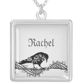 Cuervo blanco y negro gótico elegante collar personalizado