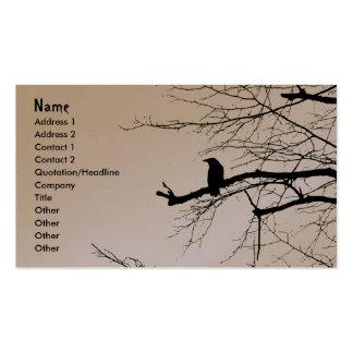 Cuervo en el árbol tarjetas de visita