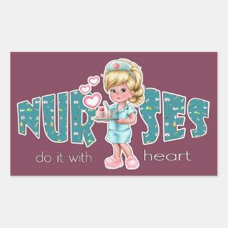Cuidado de las enfermeras con el corazón. pegatina rectangular
