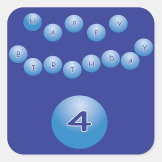 Cumpleaños azul para la edad 4 del muchacho pegatina cuadrada