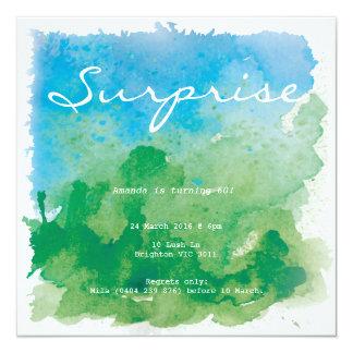 Cumpleaños azul y verde de la sorpresa del invitación 13,3 cm x 13,3cm